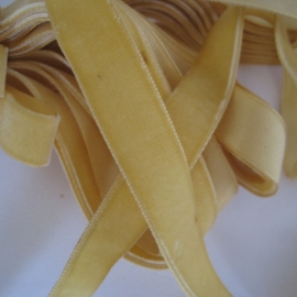 Velvet ribbon Maize yellow