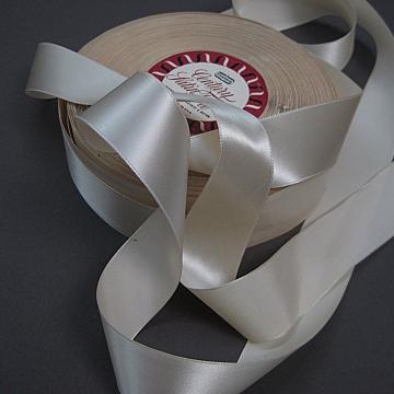 Vintage 50s Cream Satin Taffeta Ribbon Cream 1.25  inch wide
